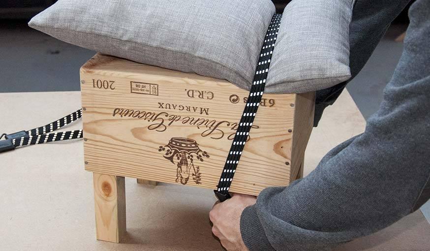 diy tuto fabriquer un tabouret design avec une caisse vin upcycling. Black Bedroom Furniture Sets. Home Design Ideas