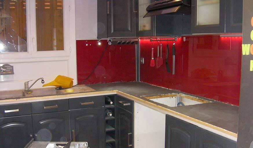 Avant apr s relooker sa cuisine repeindre ses meubles pour une cuisine moderne for Credence violette