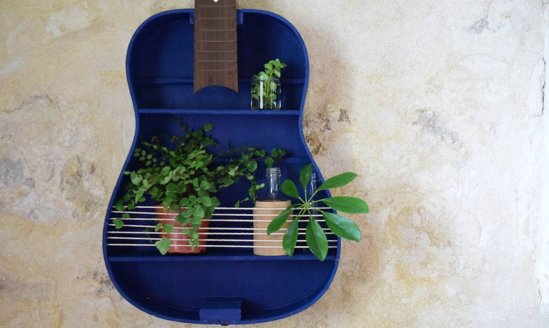 DIY : transformer une guitare en objet de décoration