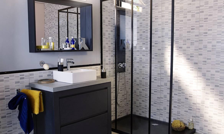 une touche industrielle dans la salle de bains. Black Bedroom Furniture Sets. Home Design Ideas