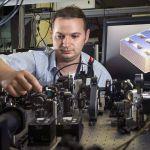 Le Dr Sergey Kruk a mis au jour les propriétés d'un méta-matériau qui permet de faire fonctionner les panneaux solaires la nuit.