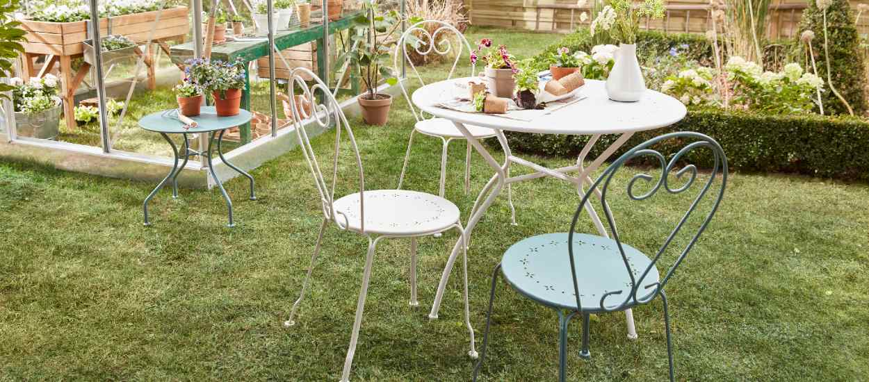 Comment entretenir et repeindre ses meubles de jardin ?