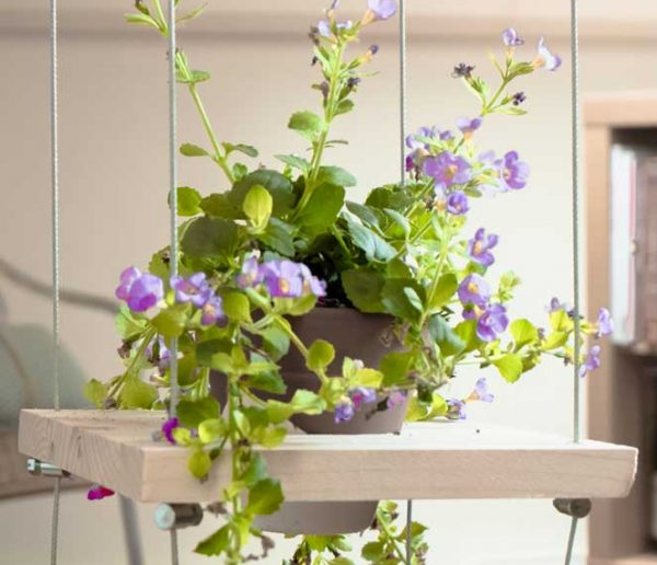 DIY : Fabriquer des étagères fleuries en suspension