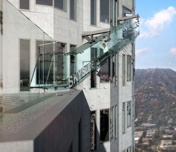 Skyslide : un toboggan à 305 mètres de haut