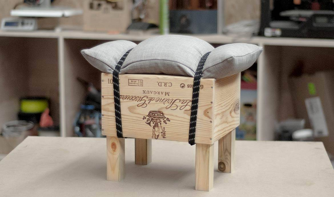 diy tuto fabriquer un tabouret design avec une caisse vin upcycling. Black Bedroom Furniture Sets. Home Design Ideas