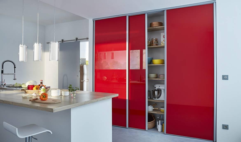 installer des portes de placard elegant quelle porte coulissante pour votre chambre porte. Black Bedroom Furniture Sets. Home Design Ideas