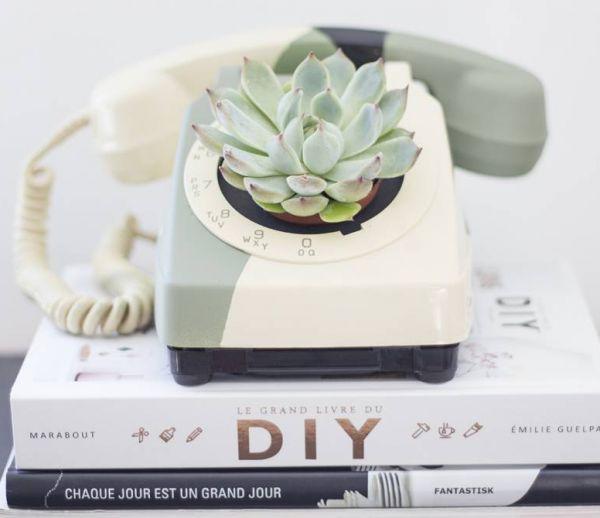 DIY : transformez un téléphone vintage en pot de fleur original