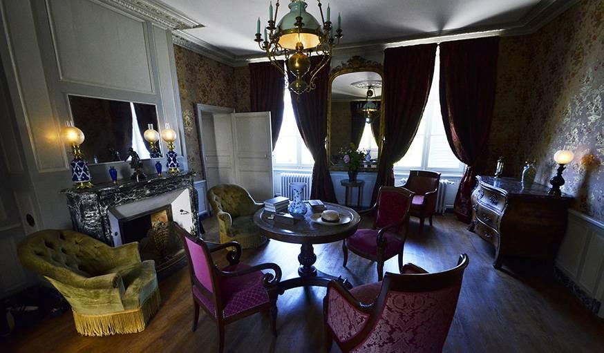 Le salon, où les frères et soeurs de Colette jouaient au piano.