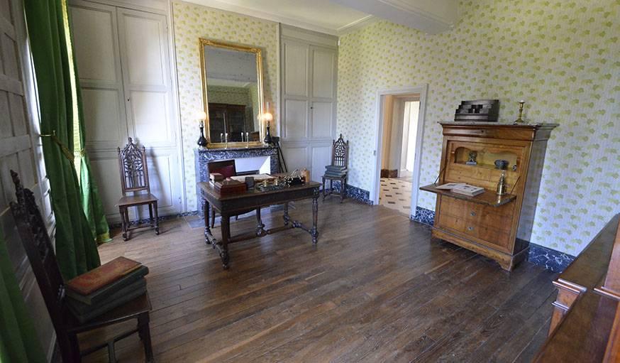 Le bureau du père de Gabrielle, le capitaine Colette.