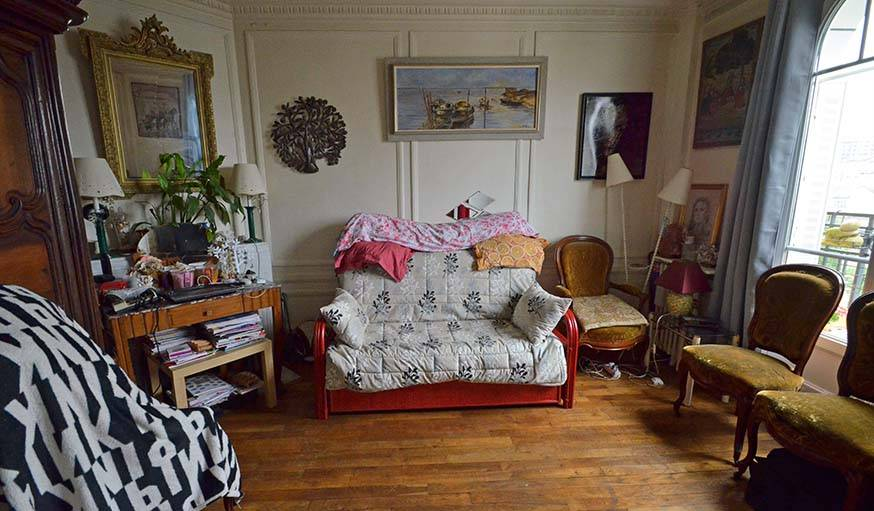 Le salon aujourd'hui, avec le canapé-lit qui se déplie.