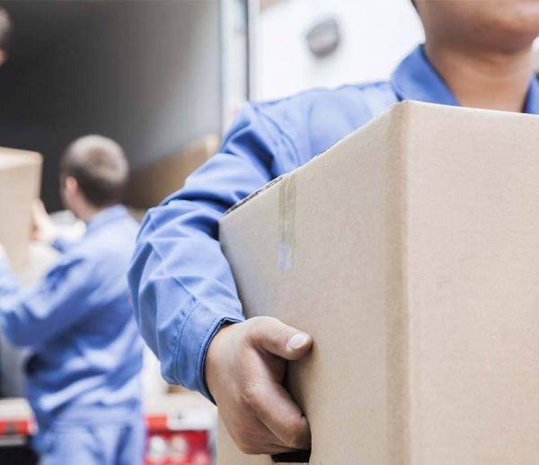 Professionnels, particuliers ou amis : bien choisir ses déménageurs