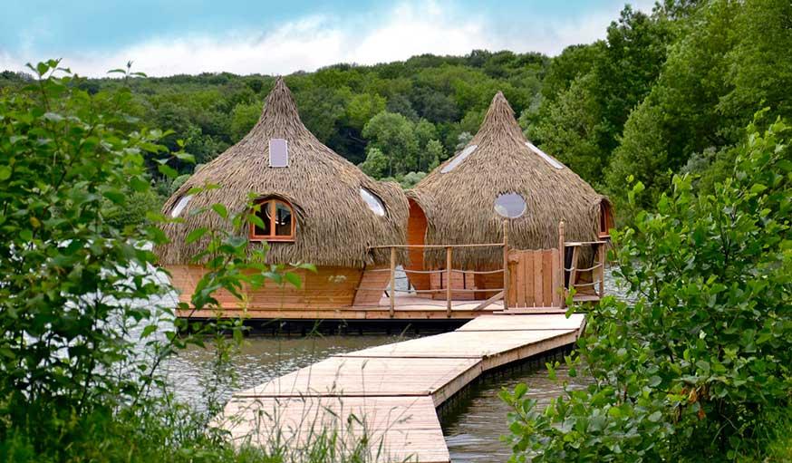 Cabanes Robinson, au Domaine des Grands Lacs, en Franche-Comté.