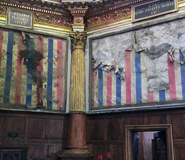 Des papiers peints révolutionnaires découverts dans une église