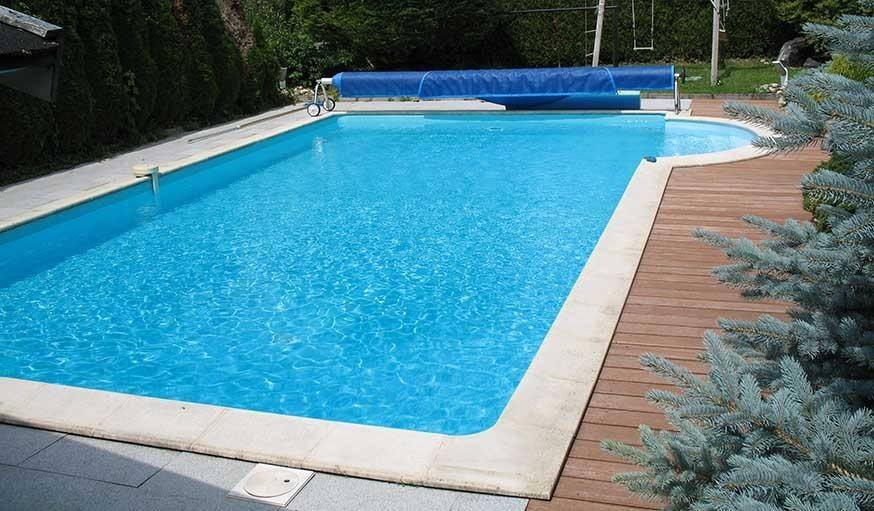 Baignade naturelle transformer une piscine classique en for Chlore piscine