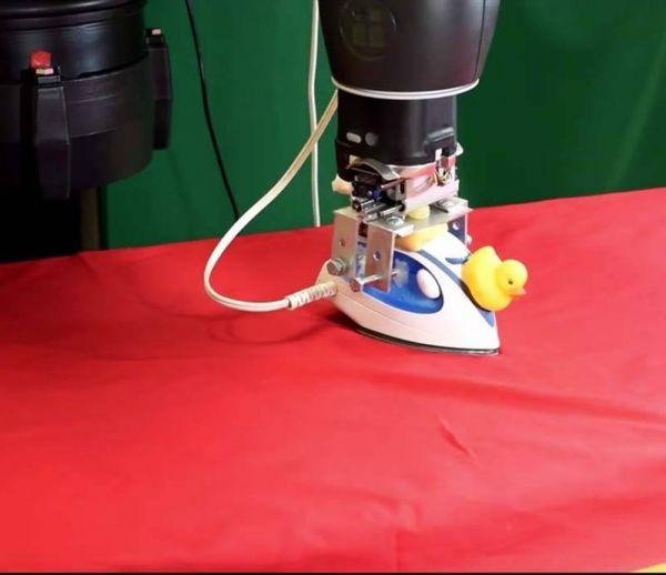 Ce robot qui repasse a encore des leçons à prendre