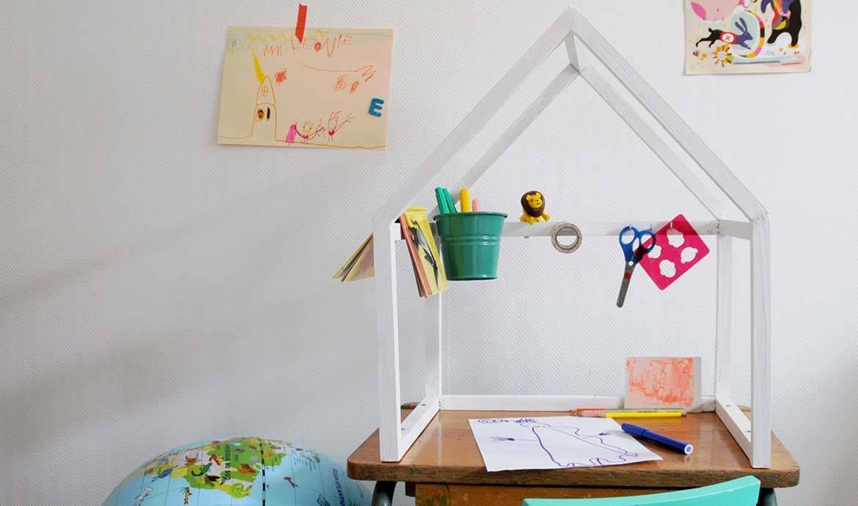 fabriquer bureau enfant interesting good cheap simple coiffeuse en bois enfant pin en osier. Black Bedroom Furniture Sets. Home Design Ideas