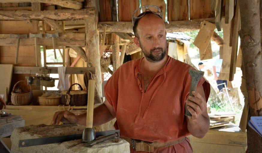 Les ouviers utilisent exclusivement des outils médiévaux.