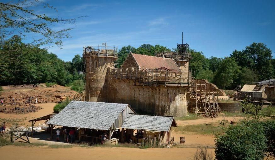 Une des face du château-fort.