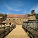 Le chateau-fort de Guédelon, en construction depuis 19 ans.