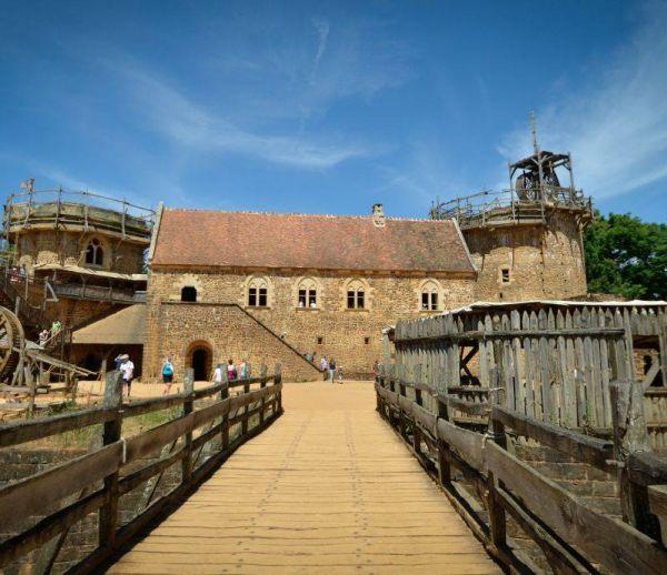 Depuis 19 ans, ils construisent un château-fort médiéval