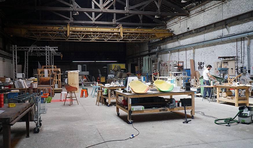L'atelier de Maximum où sont crées les meubles à partir de déchets industriels.