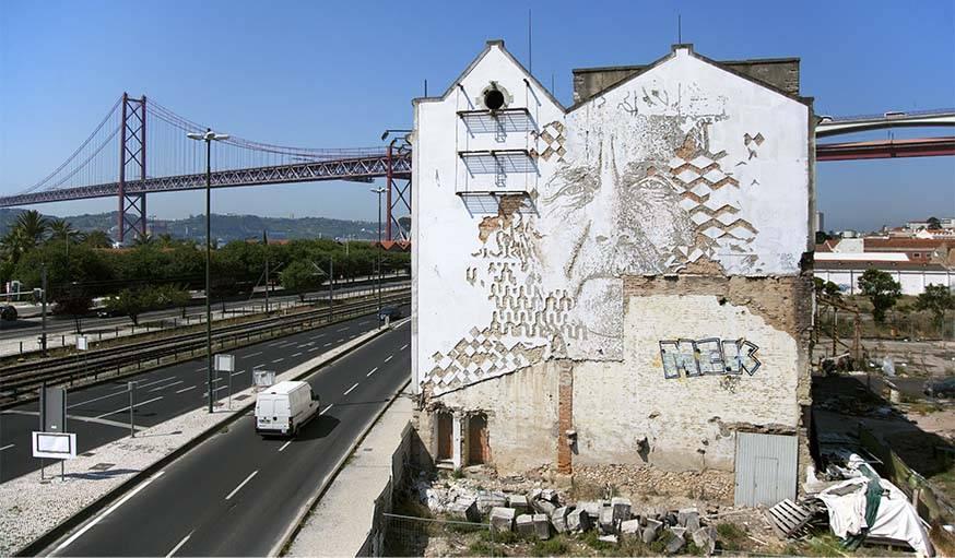 Une œuvre de Vhils à Lisbonne, au Portugal.