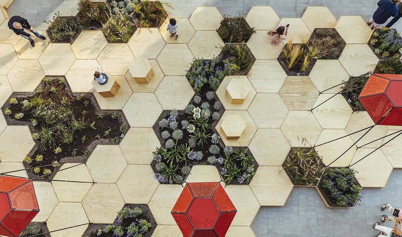 Zigzaguer dans un jardin en nid d'abeilles