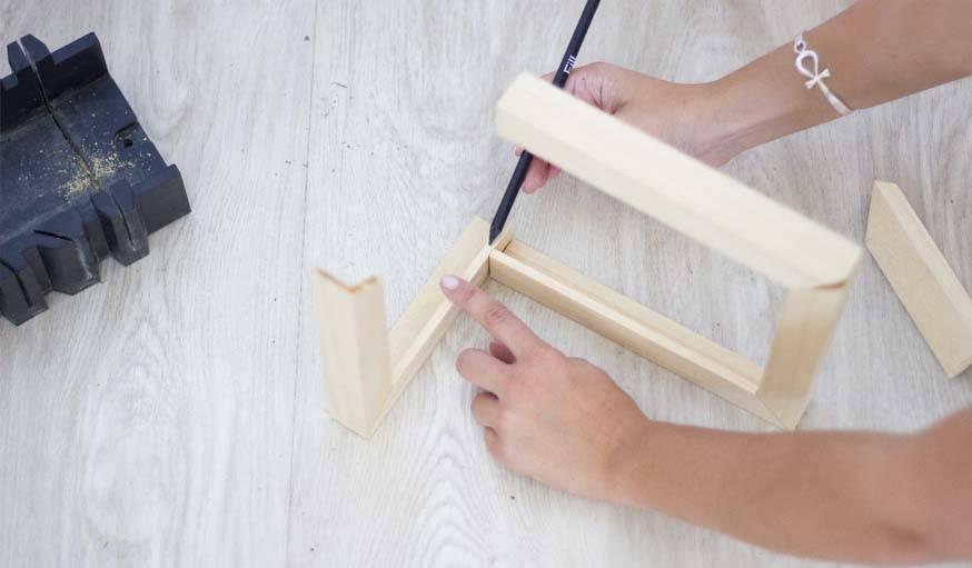 Diy un cadre photo original comment fabriquer un cadre d angle - Couper plinthe angle sortant ...