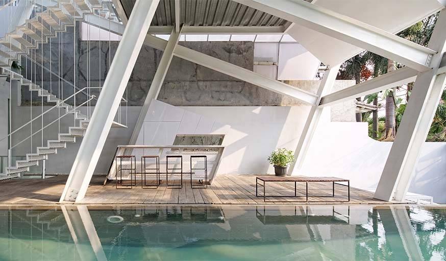 Une piscine intérieur