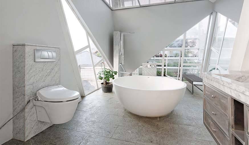 Une salle de bain spacieuse et reposante