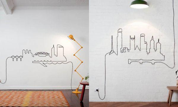 Les fils électriques s'exposent au mur
