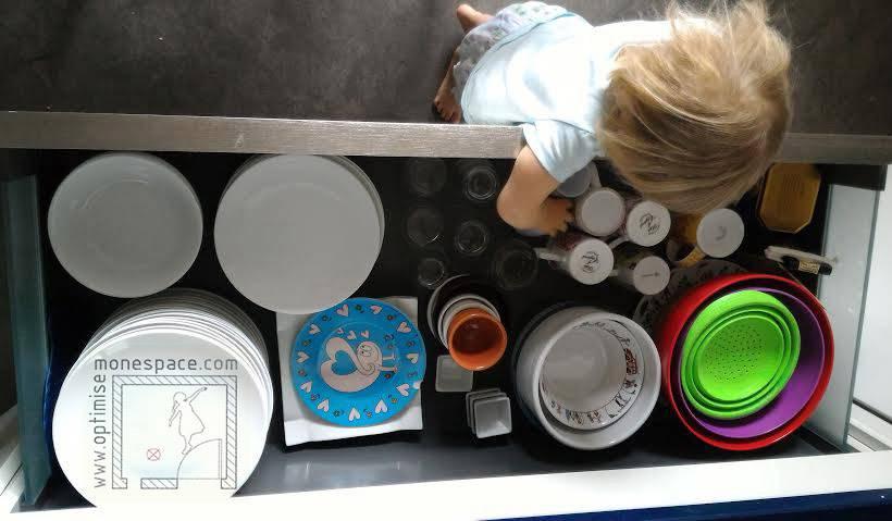 Les tiroirs sont plus pratiques pour les petites mains.