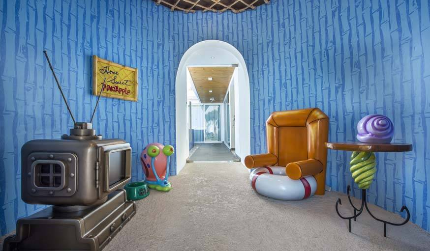 À l'intérieur de l'ananas, une reproduction de la maison de Bob l'éponge dans le dessin animé.