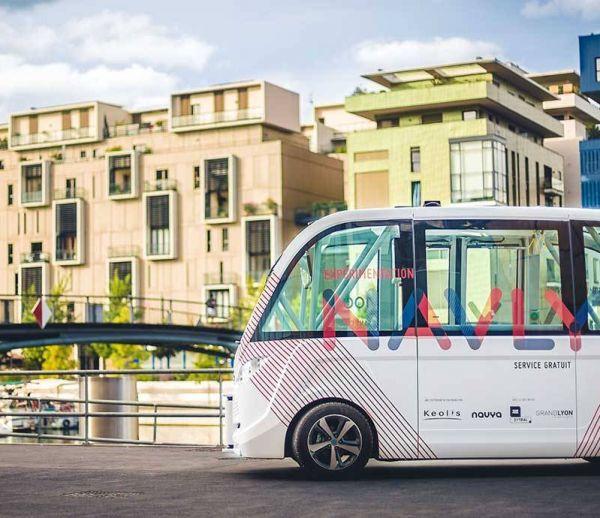 Des minibus sans chauffeur prennent la route à  Lyon