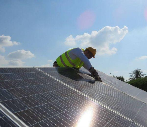 L'avenir du solaire selon Tesla : le toit entièrement photovoltaïque