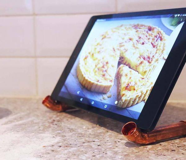 DIY : Fabriquez facilement un porte-tablette design sans vous ruiner