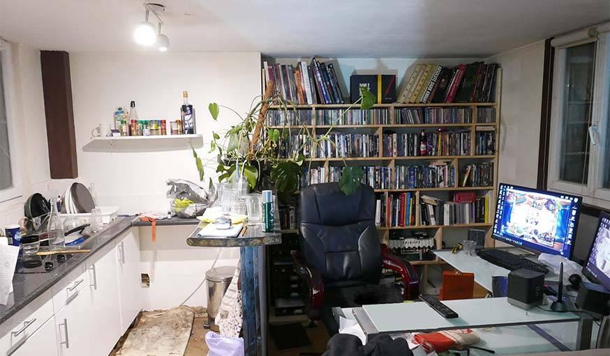 La cuisine et le coin bureau, avant les travaux.