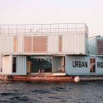 Au Danemark, une résidence étudiante construite en conteneurs flotte sur la mer.