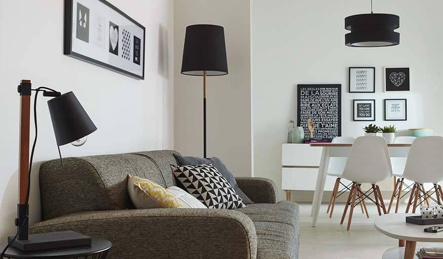 lumiere salon salon rouge et gris en pleine lumire c. Black Bedroom Furniture Sets. Home Design Ideas