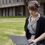 Natalya Kosmyna a développé un logiciel et des applications qui permettent de piloter des objets par la pensée.
