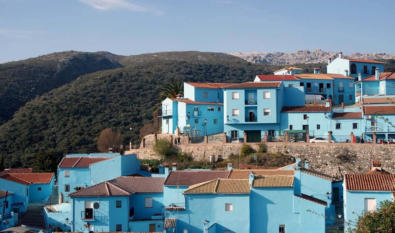 Un village espagnol voit la vie en bleu