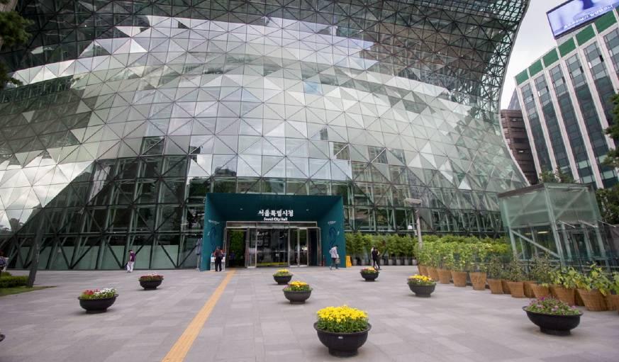 La mairie de Séoul, bulle de verre au milieu de la ville.