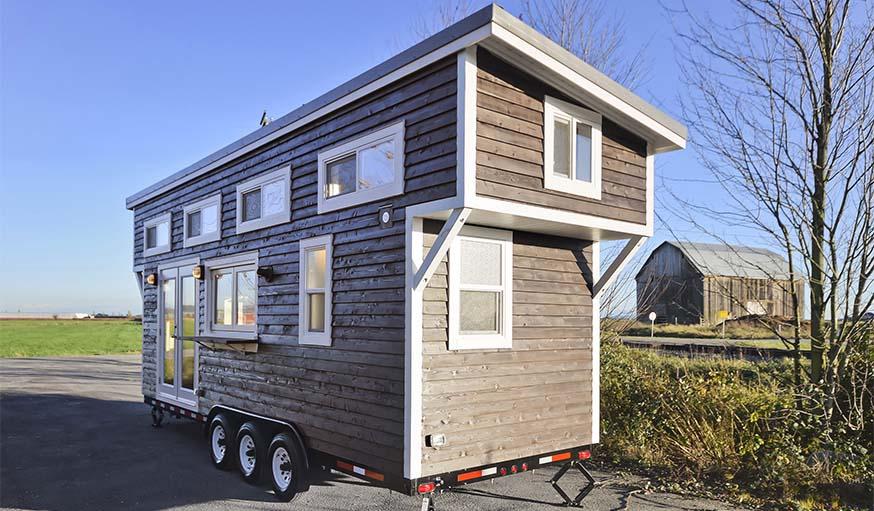 La tiny house, posée sur une remorque, est transportable.