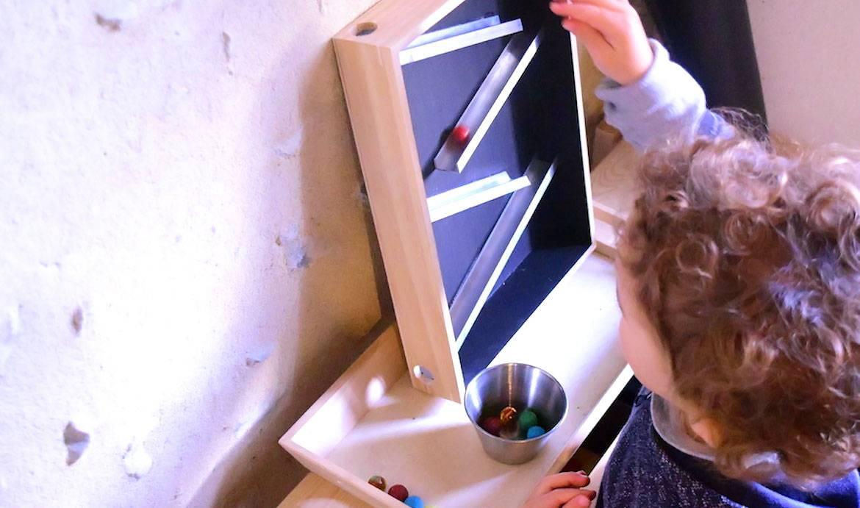 DIY : Fabriquez un circuit de billes en bois inspiré par Montessori pour une poignée d'euros