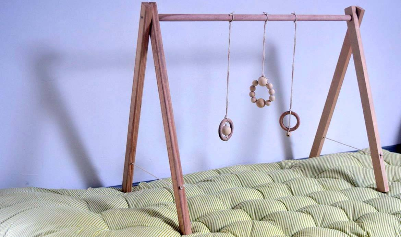DIY : Fabriquez un portique d'éveil en bois pour votre enfant pour 20 euros