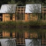 La Garden House, un abri de jardin modulable en verre et bois.