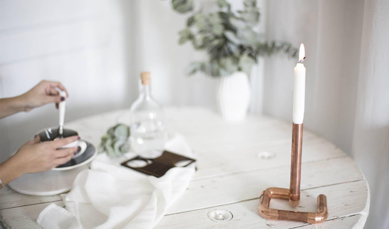 diy fabriquer un bougeoir en cuivre chandelier design avec des tuyaux de cuivre. Black Bedroom Furniture Sets. Home Design Ideas