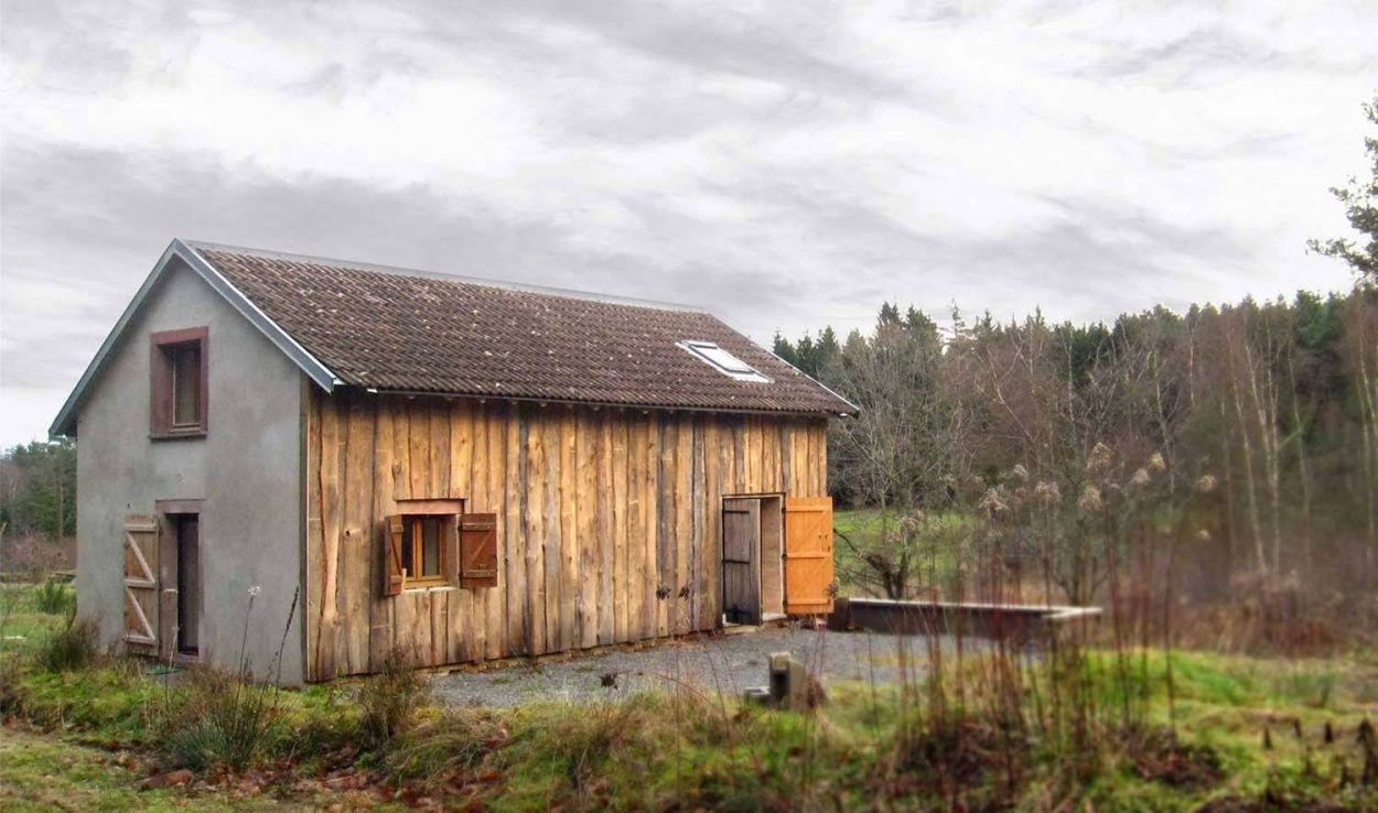 Avant / Après : Une retraite au cœur de la forêt, dans cette ancienne grange