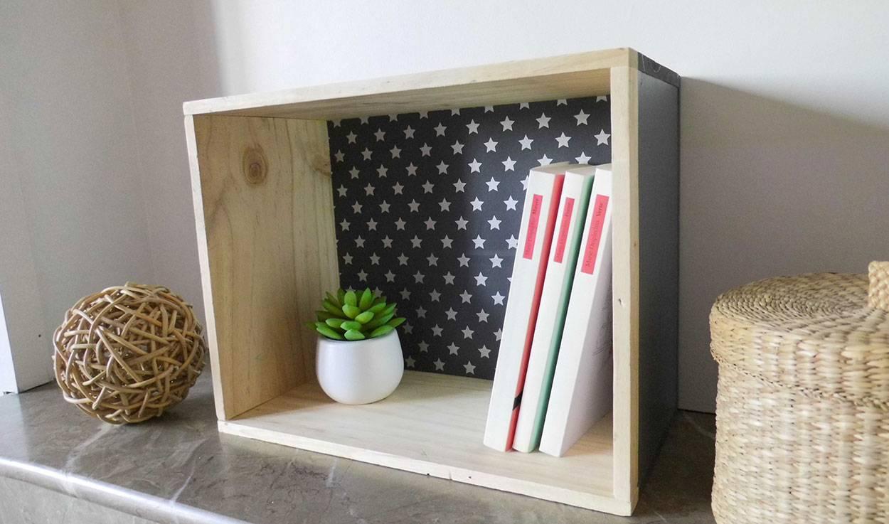 diy une caisse de vin transform e en tag re rangement en caisse de bois. Black Bedroom Furniture Sets. Home Design Ideas