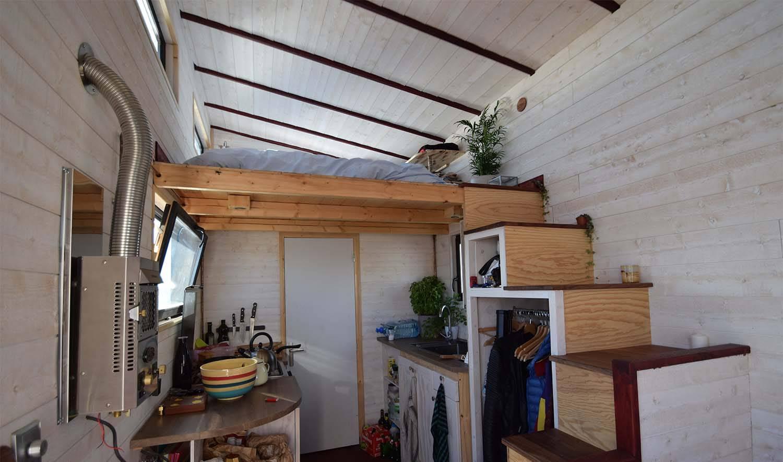 Ils construisent une mini maison autonome, connectée et nomade - Tiny house écologique